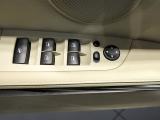 17后视镜控制键